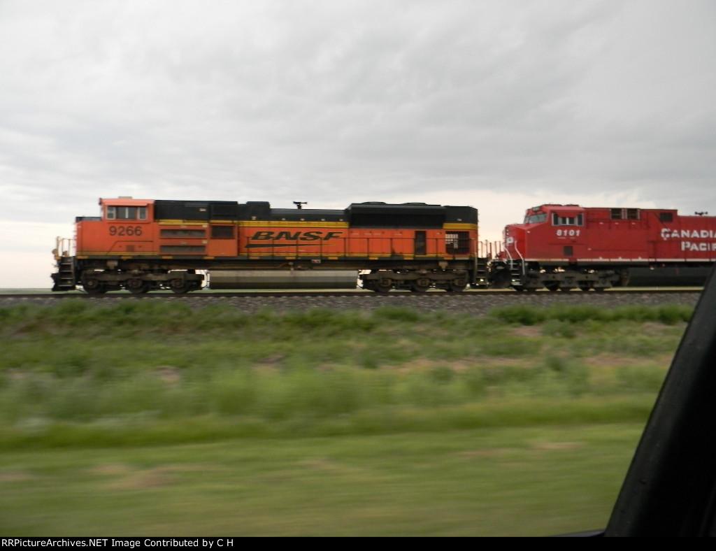 BNSF 9266/CP 8101