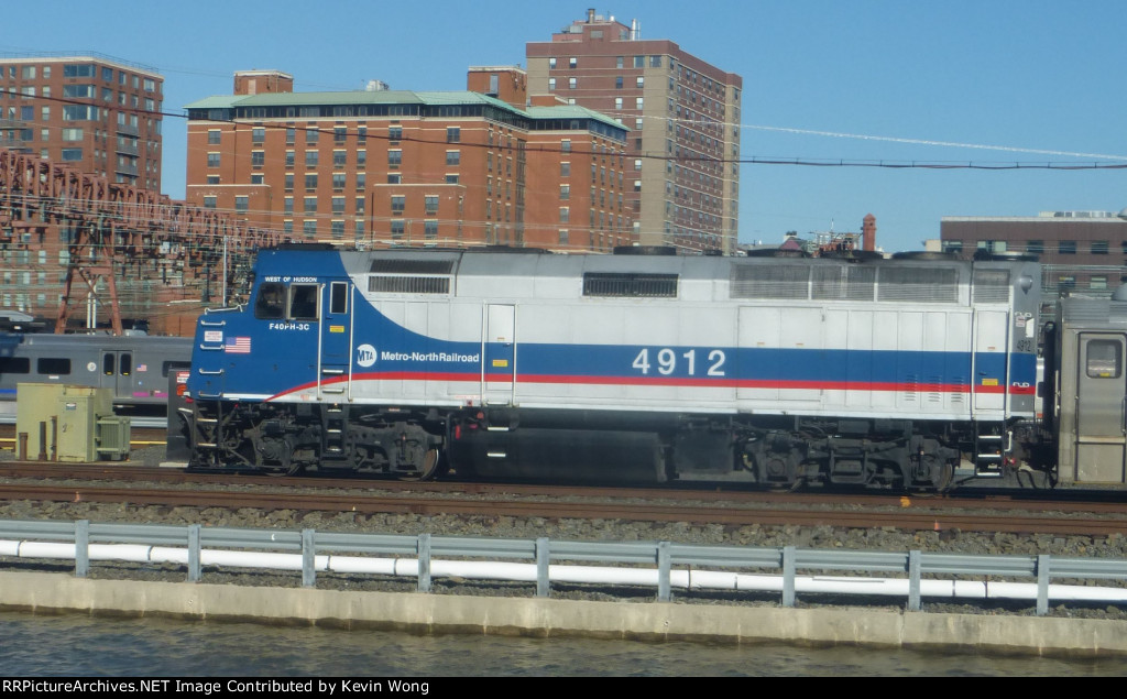 Metro-North F40PH-3 4912