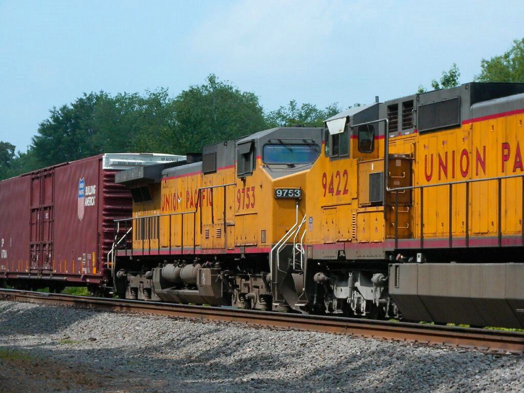 UP 9422 & UP 9753