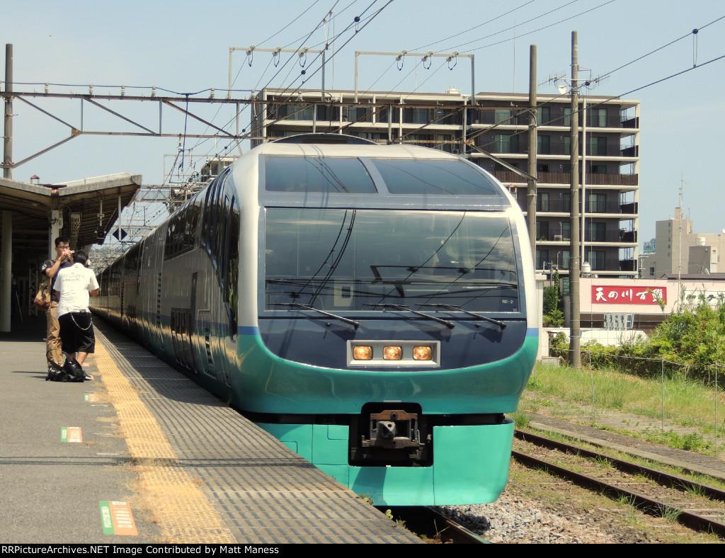Super View passing Yugawa station