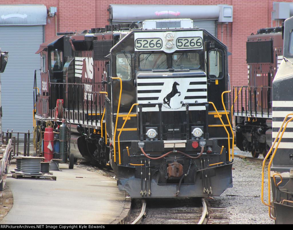 NS GP38-2 #5266 and NS SD40-2 #3202
