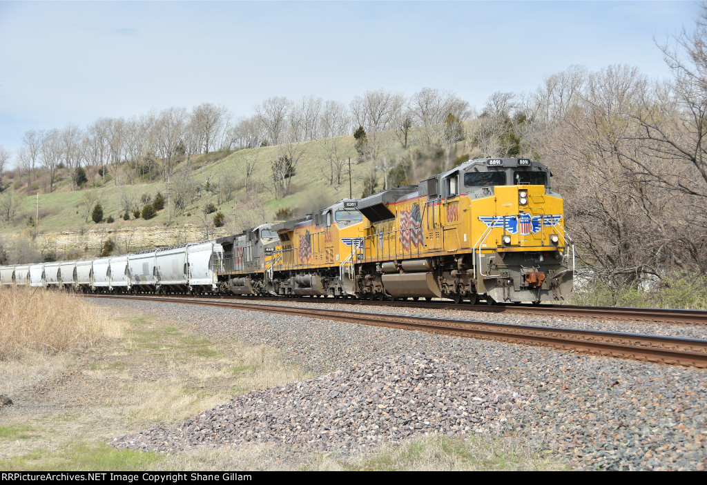 UP 8891 leads a eastbound freight train.