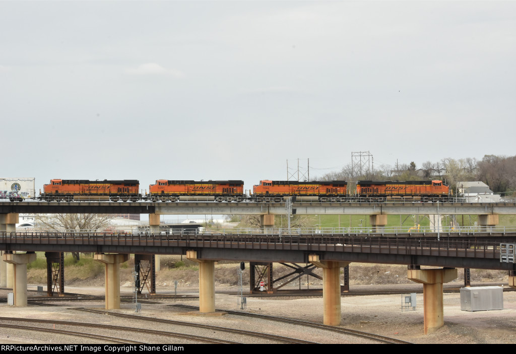 BNSF 6516 On the Kct flyover.