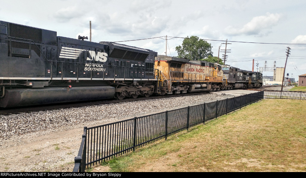 NS 9361, 9049, UP 9726, NS 7274 Lead Eastbound Mixed Freight