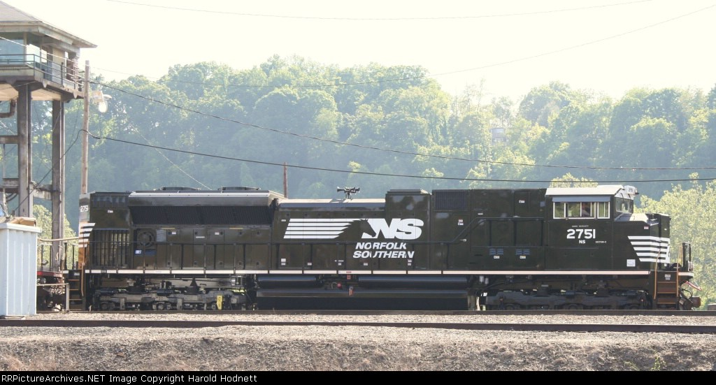 NS 2751 is at the yard tower