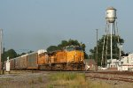 UP mix intermodal autoracks & freight from Memphis to North Little rock