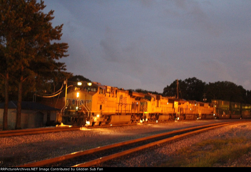 UP 7852 leads the 226