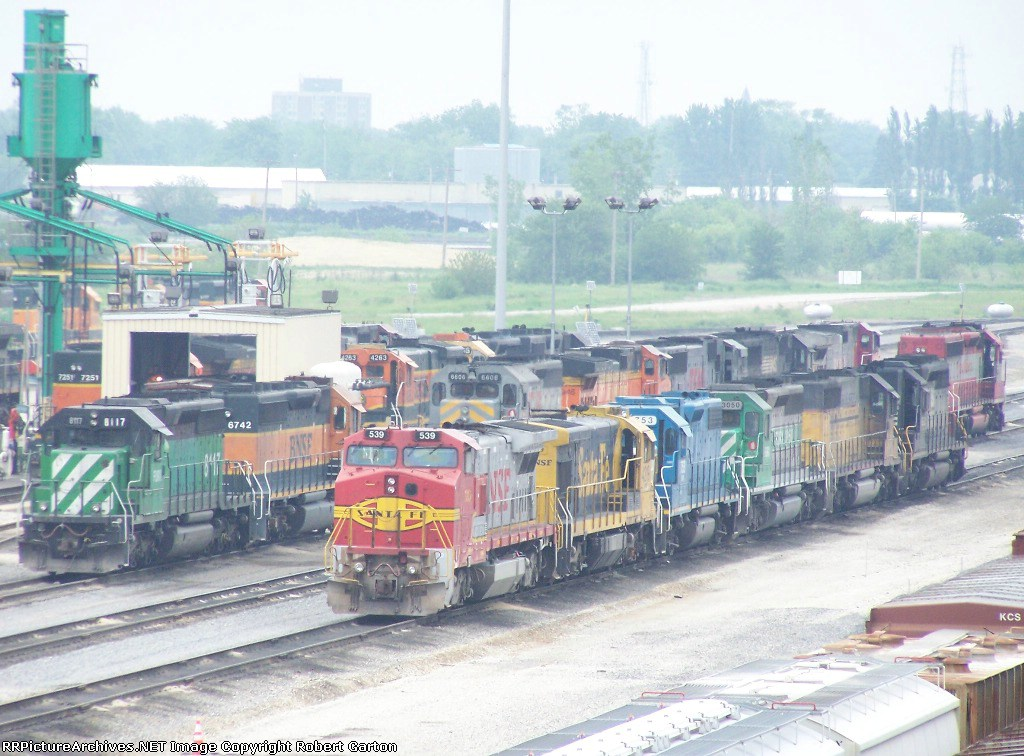 FURX 8117, BNSF 6742, BNSF 7251, BNSF 4263, KCS 6606, EMDX 753, FURX 3050