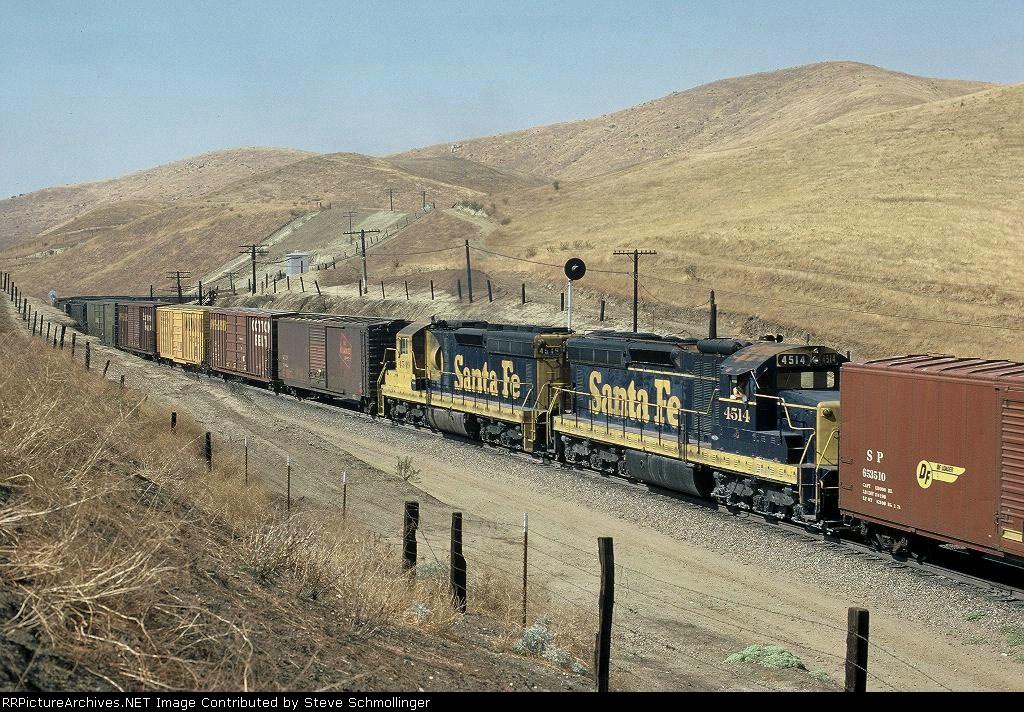 Mid-train helper on Santa Fe 5693 East