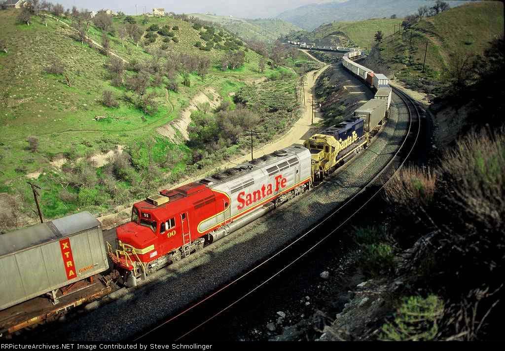 Santa Fe 90 on eastbounf as mid-train helper