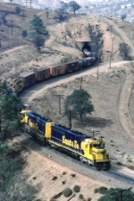 Santa Fe 5696 East at tunnel 10