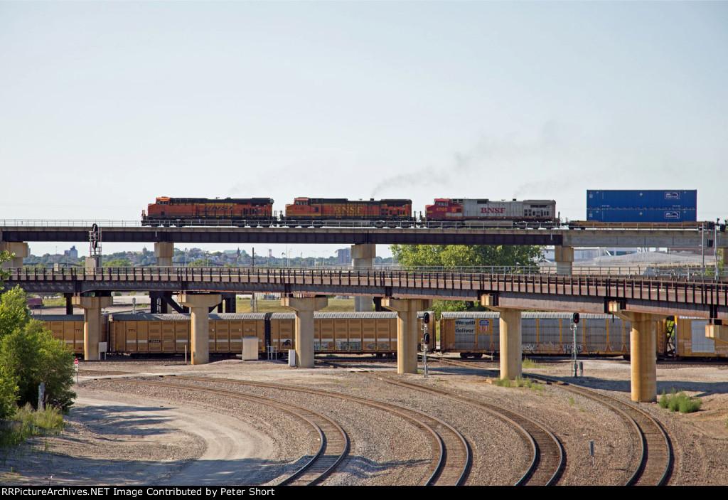 BNSF6735, BNSF4149 and SF4705