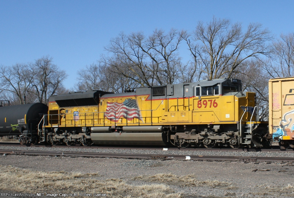 UP 8976 Is a Mid-Train DPU on a Manifest Consist
