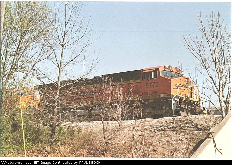 BNSF 5772 Leads a older ES-44-DC