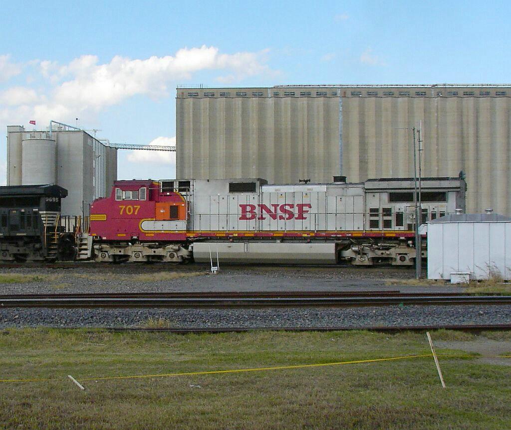 BNSF 707
