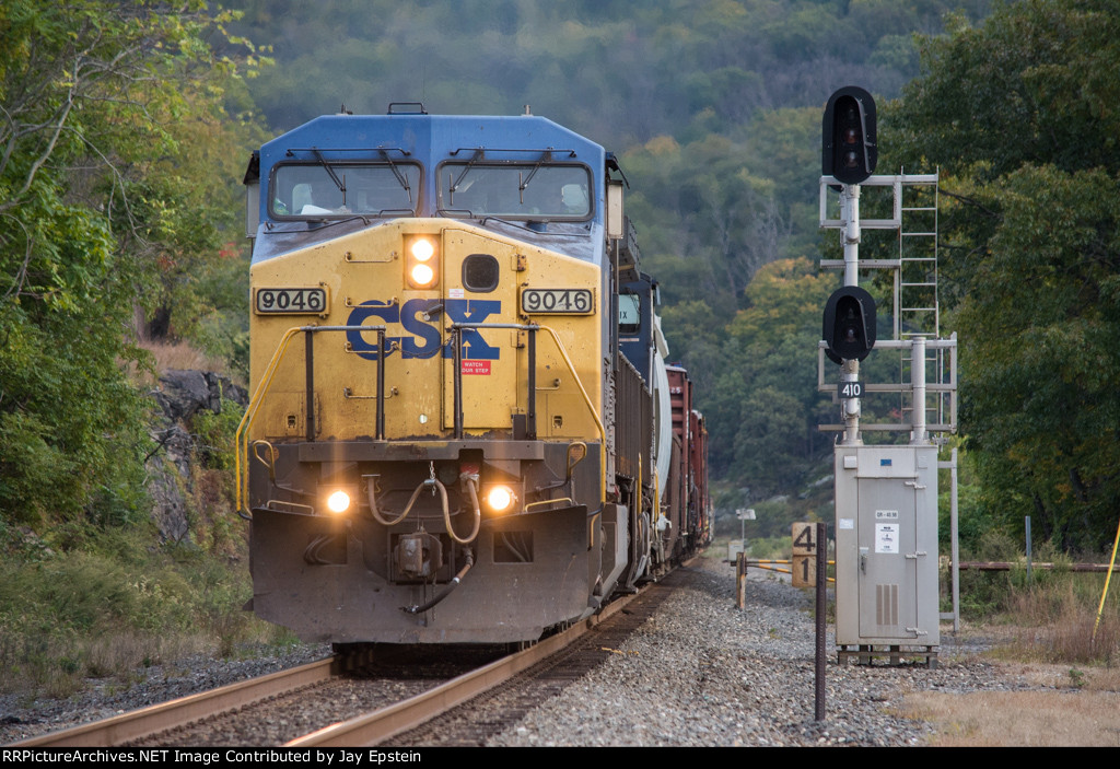 Q434 passes the automatic signals at Milepost 41