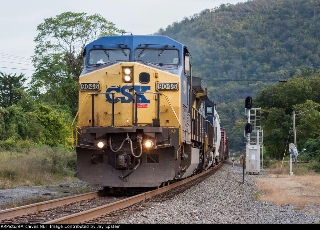 CSX 9046 leads Q434 north at Milepost 41