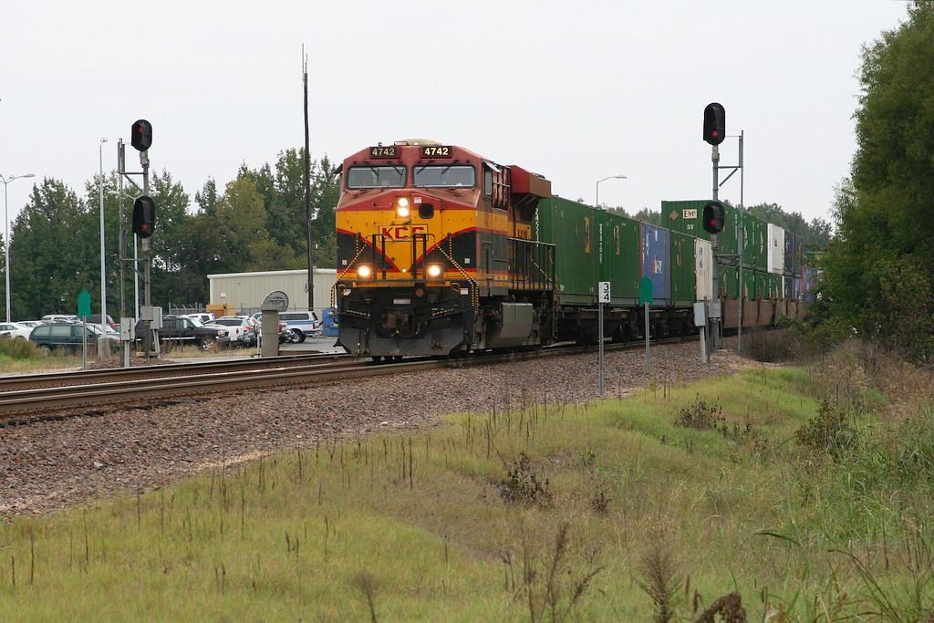 KCSM 4742 leading short intermodal
