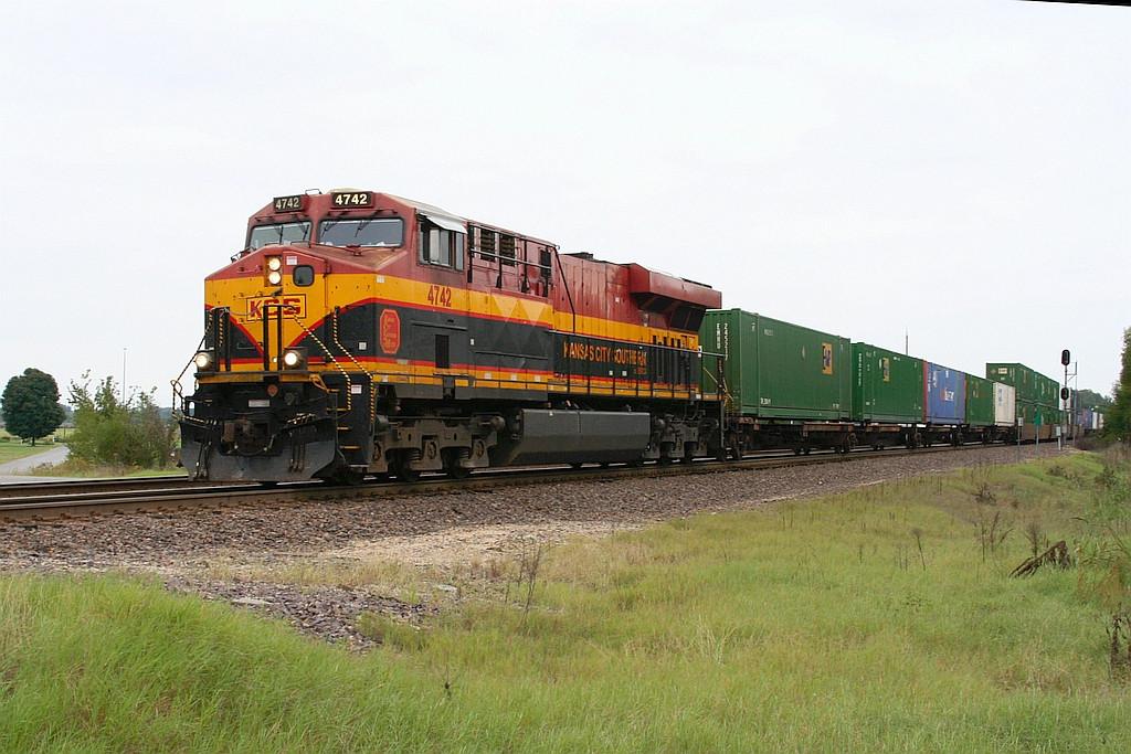KCSM 4742 with intermodal