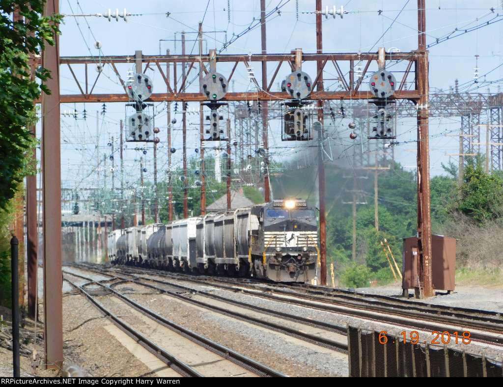 NS 9200 leading NS K64 and PRR Signals