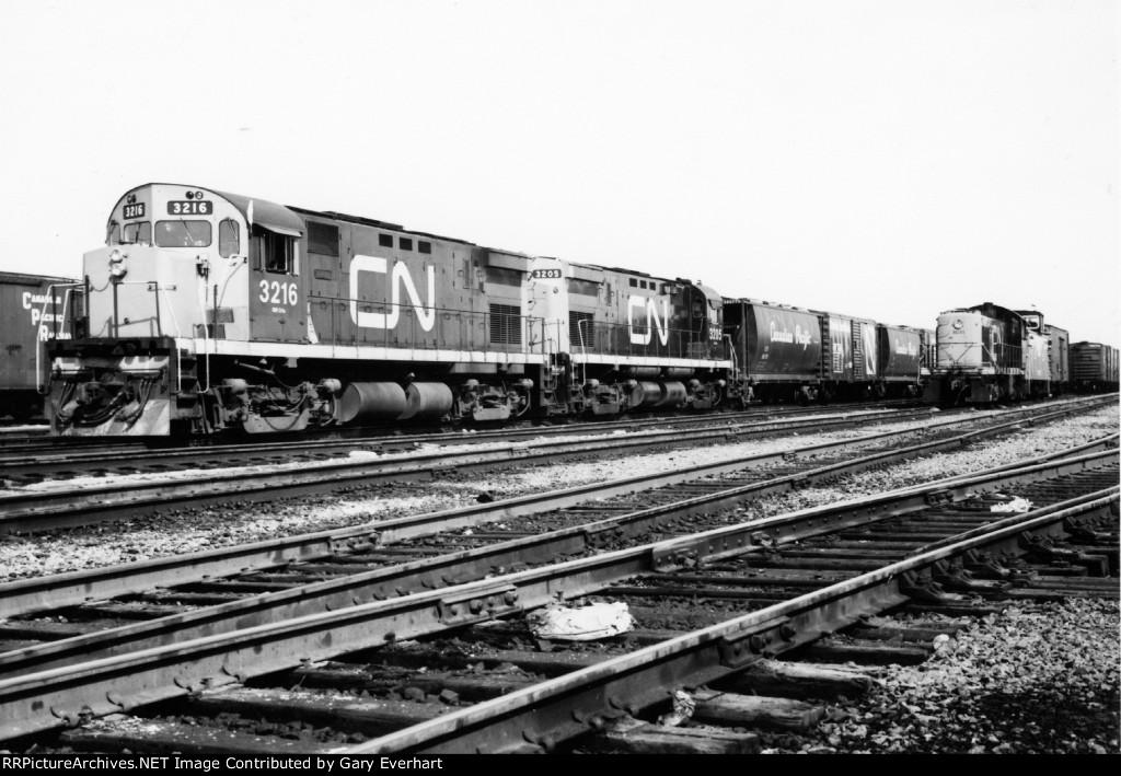 CN C424 #3216 & #3205 - Canadian National