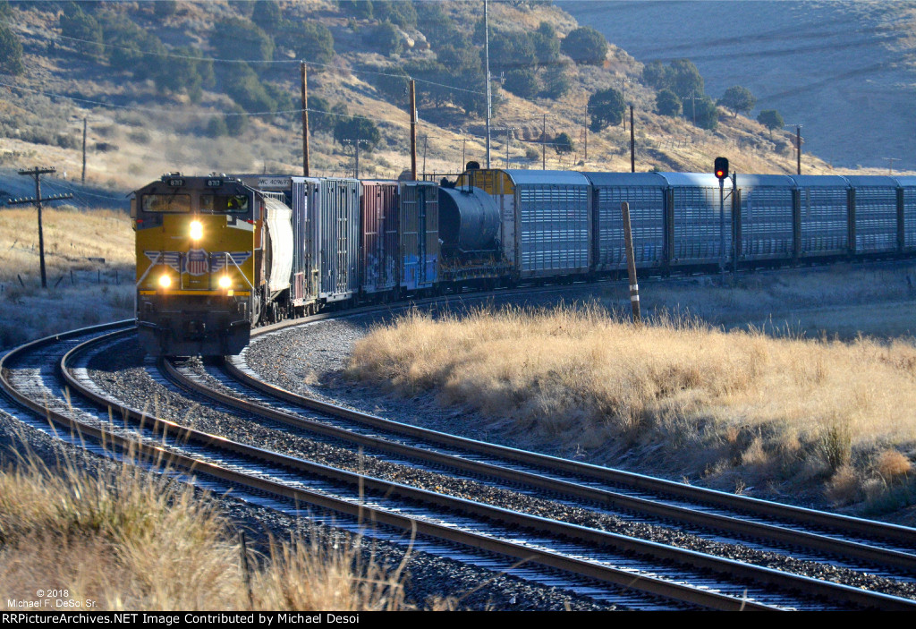 UP #8717 & #6636 (SD-70ACE, AC-4400CW) lead a westbound through one of the many curves in Echo Canyon, UT. October 13, 2018 {Echtoberfest 2018}