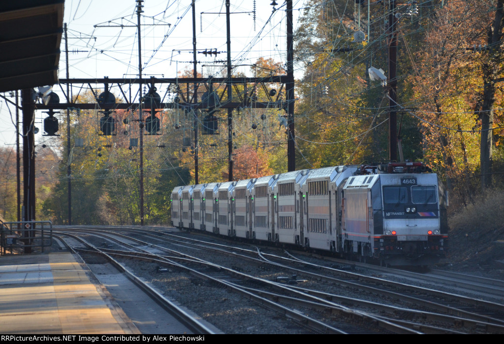 NJT 4643 pushes on #7820 eastbound