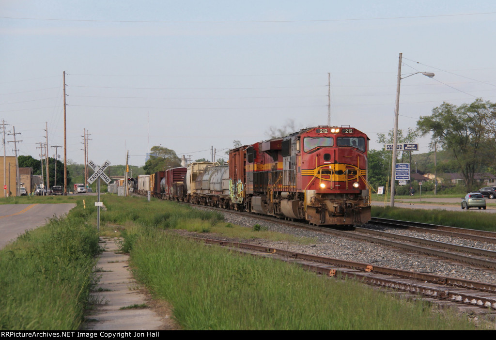 PRLX 212 & KCS 4795 start west with Q327-23