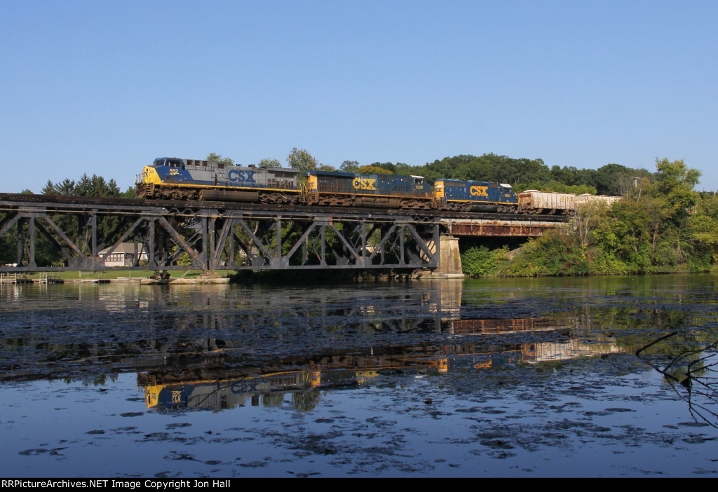 CSX 552 leads Q329 out over the Thornapple River