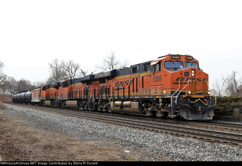 BNSF 8389 on K-061