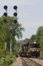 NS 2681 leads CP 168 past the classic D&H signals