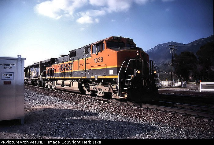 H1 BNSF in Cajon Pass