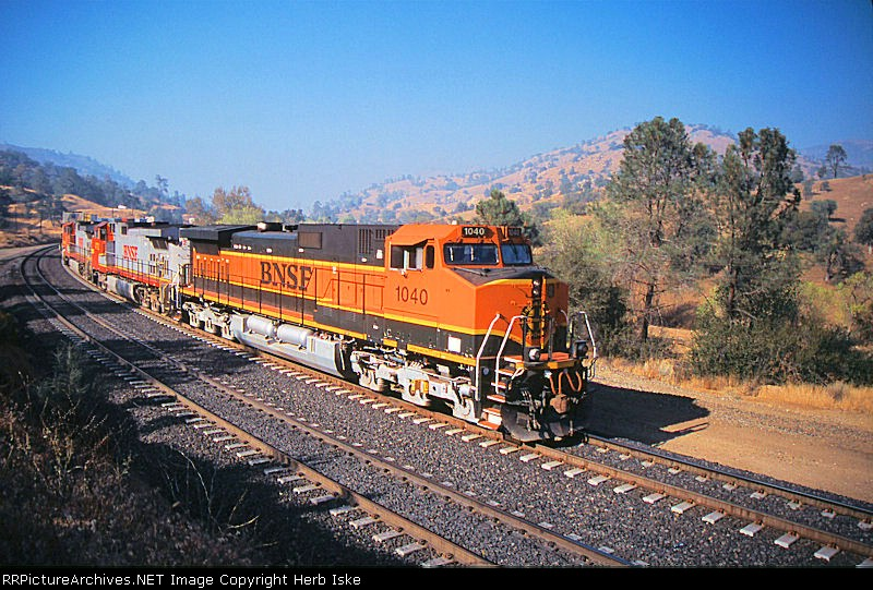BNSF Working through Woodford Siding