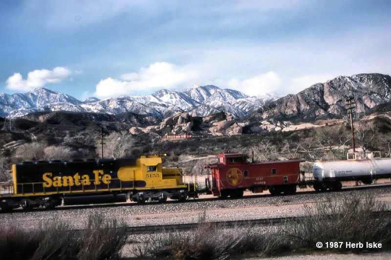 ATSF Eastbound with Caboose gets a little help