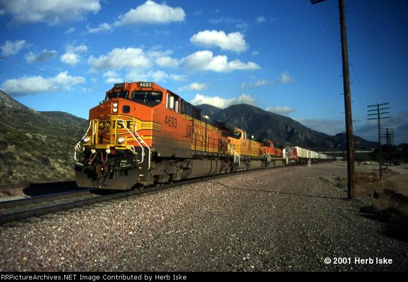BNSF Powers through Cajon Station
