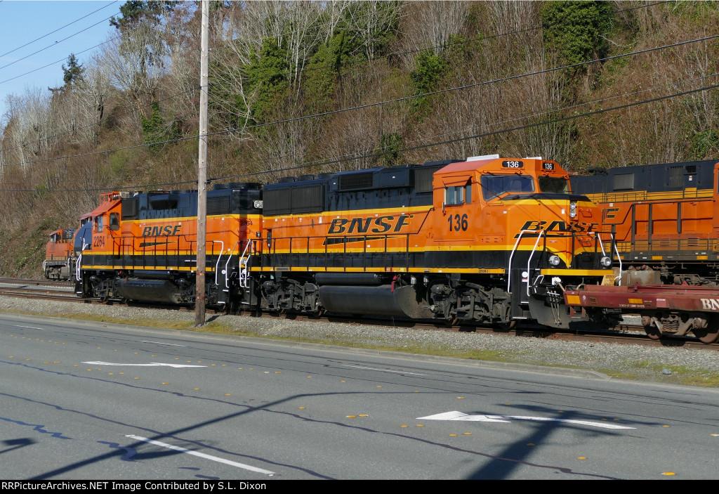 BNSF 2264/136 at Bayside