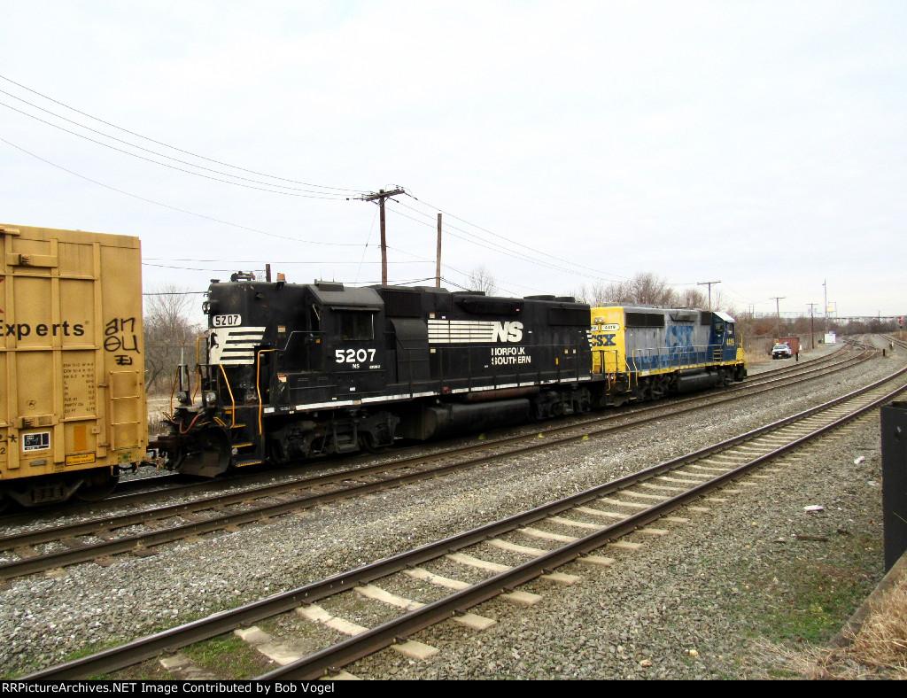NS 5207 and CSX 4419