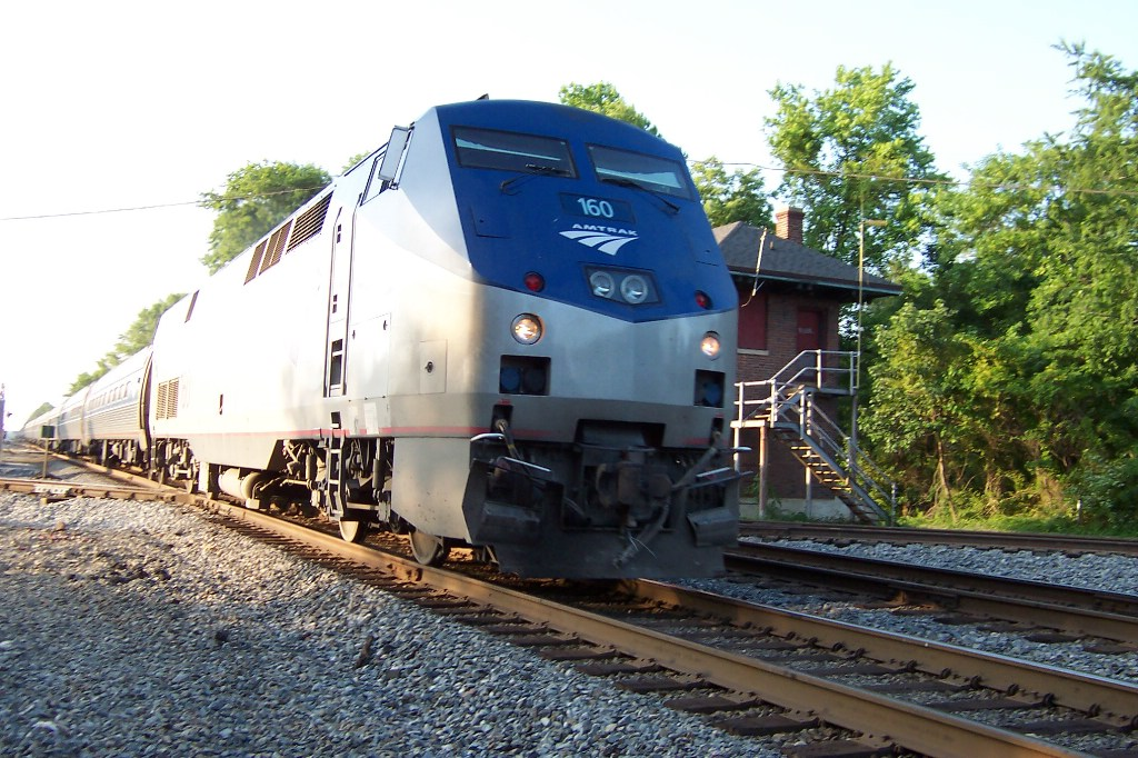Another southbound Amtraker