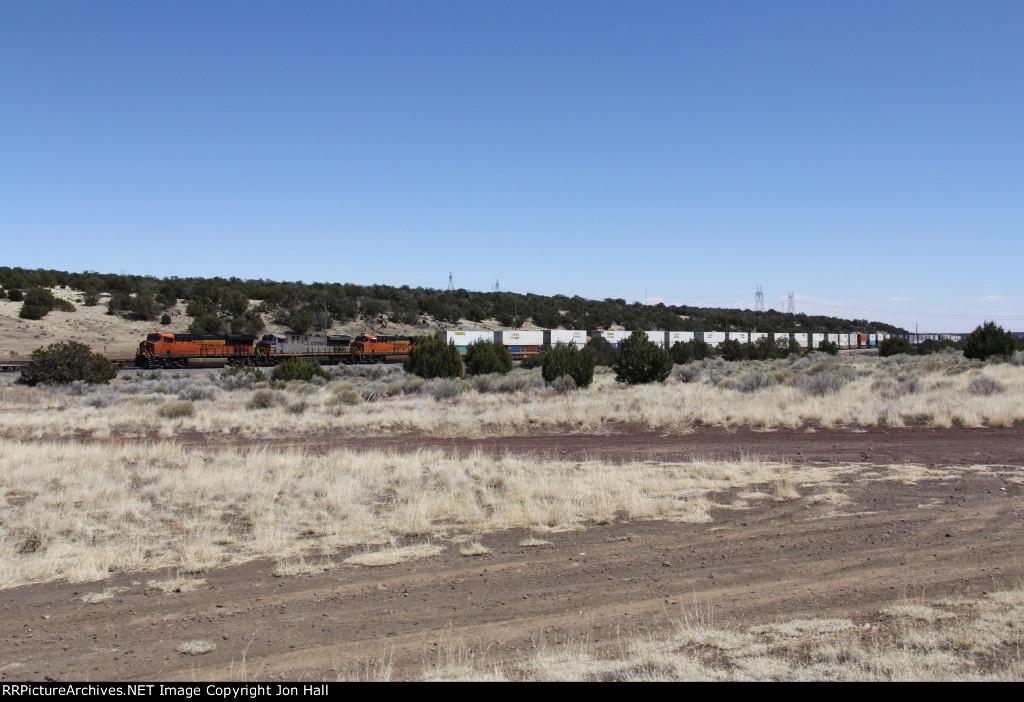 BNSF 6713 leads the Q-ALTLAC1 west toward Flagstaff