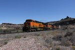 BNSF 7850 leads the Q-CHISTO6 west through the canyon