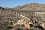 BNSF 7200 leads the Q-STLLAC west below the Cottonwood Mountains