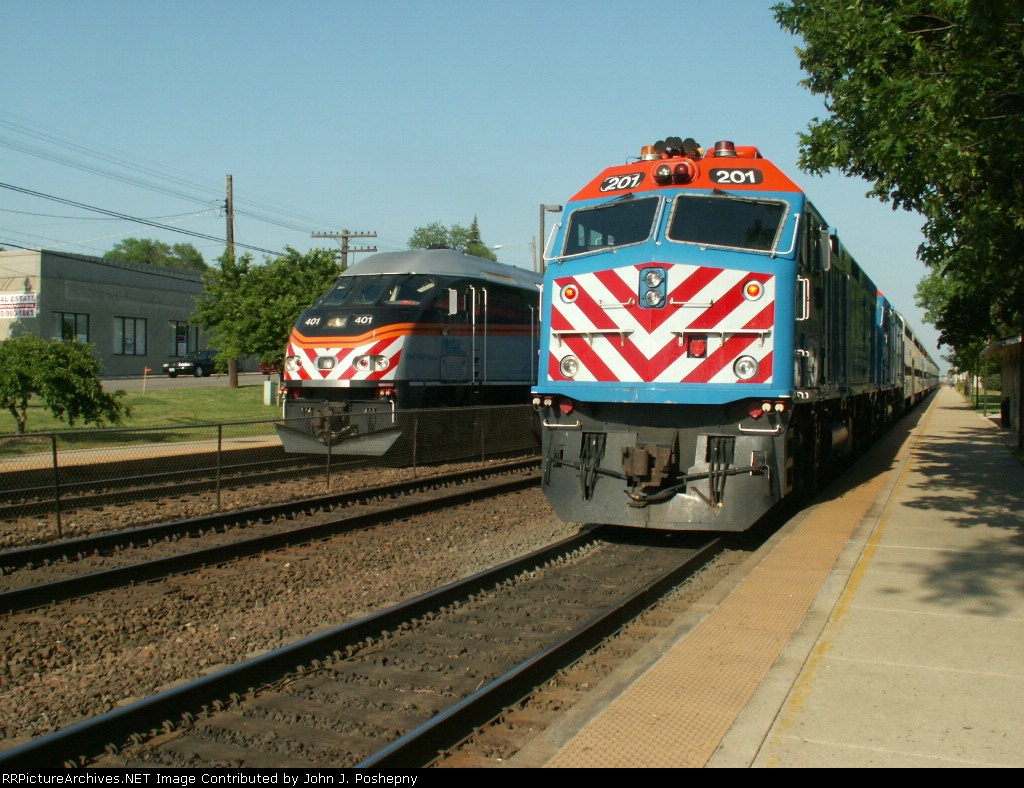 2 Trains Meeting