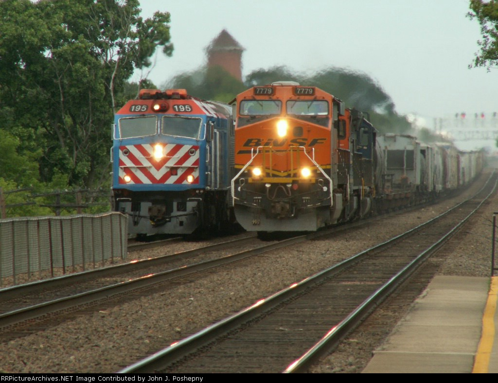 BNSF 7779 meeting Metra