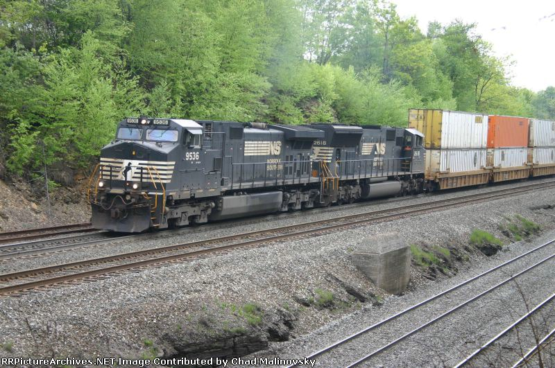NS 9536 heads up the 5 track