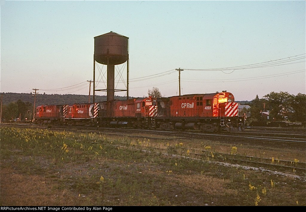 CP C424 4230, RS18 8772, M636 4723, and C424 4222 move light