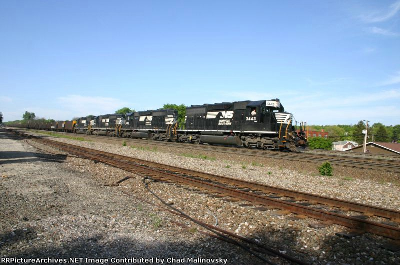 NS 3443 hauls PPLX empties towards the mines