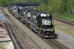 NS 3352 drags coal up the mountain