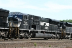 NS 7216 with ConRail SD80MAC markings