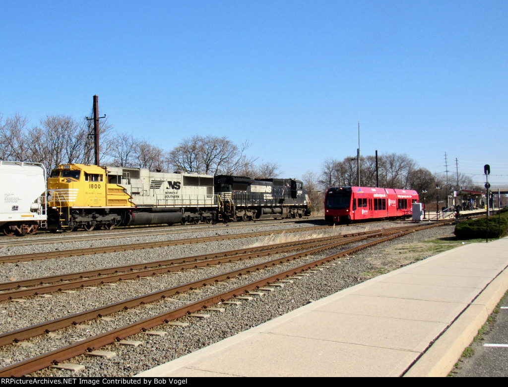 NJT 3508; NS 8322 and SD70ACC 1800
