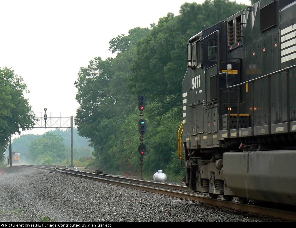 Northbound intermodal arrives at Pinson